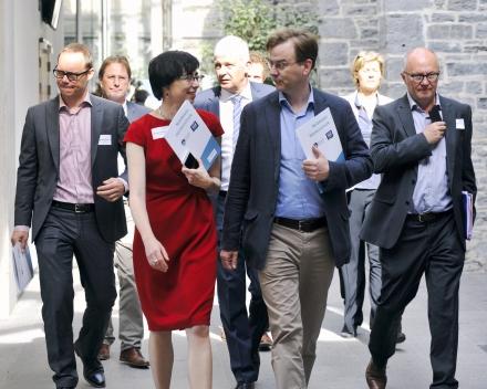 Frederik Bauwens (DEME Group NV), Dr. ir. Margriet Drouillon (UGent), Jaak Rutten (C-Power NV), Frank Verschraegen (DEME Group NV) and Johan Maes (DEME Group NV), heading towards the auditorium (© Geert Van de Wiele, UGent)