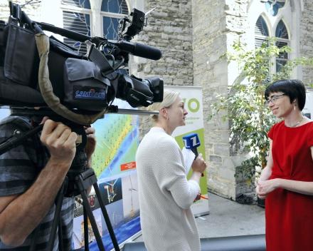 Dr. ir. Margriet Drouillon, being interviewed by the press (© Geert Van de Wiele, UGent)