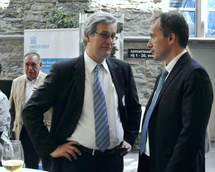 Prof. Peter Bossier (UGent) and Bert Groenendaal (Sioen Industries NV) (© Geert Van de Wiele, UGent)